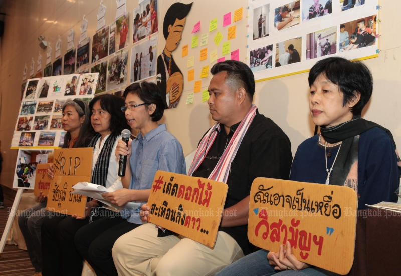 A youth campaign network holds a press conference on Wednesday to mourn the death of Lahu activist Chaiyapoom Pasae who died in an extra-judicial. (Photo by Tawatchai Kemgumnerd)