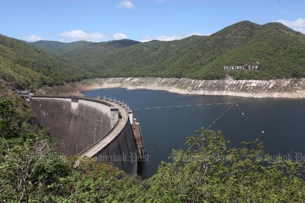 The Bhumibol Dam in Tak province, already down to 24% of capacity, is one of four major dams in the Central region where the Royal Irrigation Department will cut water flow by 25% within a few days. (Bangkok Post file photo)