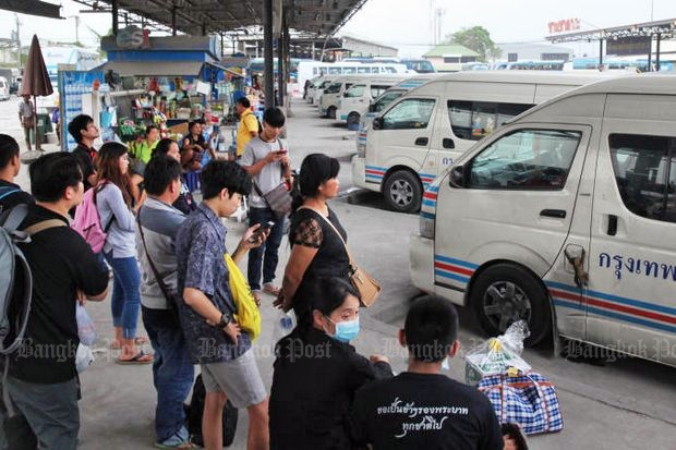 Van operators complain they can't afford to outfit all vehicles with GPS systems this week, and say the Section 44 rule making drivers responsible if passengers refuse to use seat belts is unreasonable. (Bangkok Post file photo)