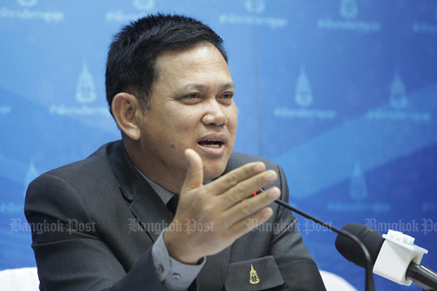 OAG deputy spokesman Prayuth Phetkhun explains why a decision in the Vorayudh case needs to be deferred once again, this time until April 27. (Photo by Tawatchai Kemgumnerd)