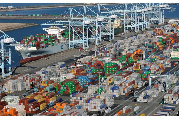 Shipping containers sit at the ports of Los Angeles and Long Beach, California, in this aerial photo taken Feb 6, 2015. (Reuters photo)