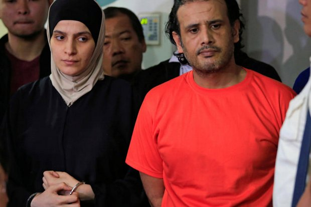 Kuwaiti Husayn al-Dharifi (right) and Syrian Rajaf Zina, suspected to have links to Islamic State, were presented Thursday during a press conference at the National Bureau of Investigations (NBI) headquarters in metro Manila. (Reuters photo)