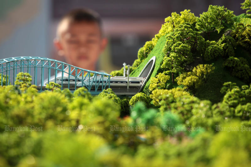 A boy looks at a high-speed train model in an exhibition to promote the Thai-Chinese railway project at Chiang Rak Noi station in Ayutthaya on Dec 19, 2015. (Photo by Chanat Katanyu)