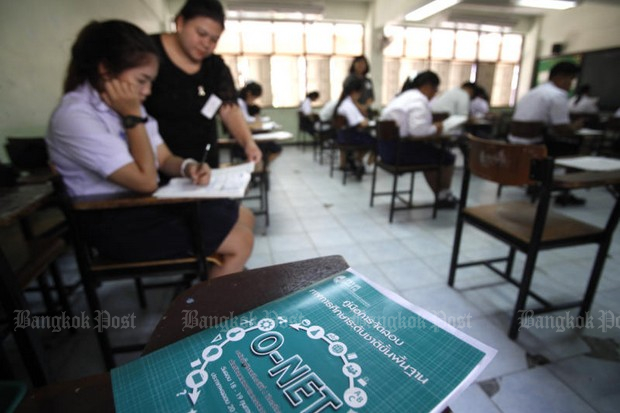 Students sit the annual O-Net exams, which confirm the Thai education system is unable to effectively teach. (File photo by Thanarak Khunton)