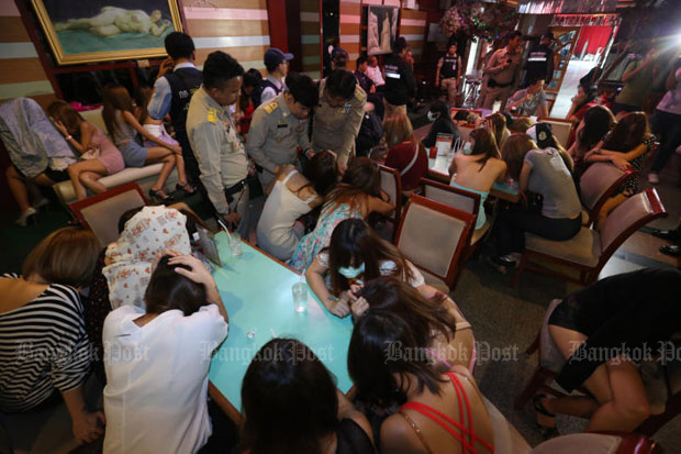 Police, local administration officials and soldiers raid the Nataree massage parlour on Ratchadaphisek Road in Bangkok on June 7, 2016. (Photo by Pattanapong Hirunard)