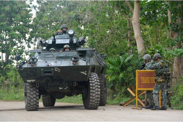 In this Feb 27, 2017 photo, government troops conduct checkpoint operations for the German kidnap victim who was believed to be executed by Islamist militant group Abu Sayyaf in Indanan town, Sulu province, Philippines. (Reuters photo)