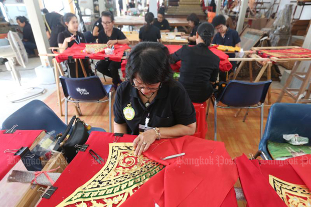 A craftswoman works on a decoration to adorn the royal crematorium. (Bangkok Post  photo)