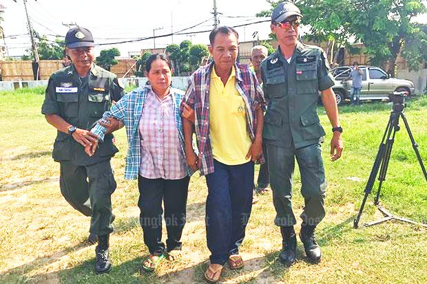 Udom Sirisorn, 54, and his wife Daeng, 51, of Non Sa-ard village in Kalasin's Huai Mek district, arrive at the Kalasin provincial court to hear the Supreme Court's ruling on Tuesday morning. The court sentenced them to five years in jail each, reducing their terms from 15 years. (Photo by Yongyuth Phupuangphet)