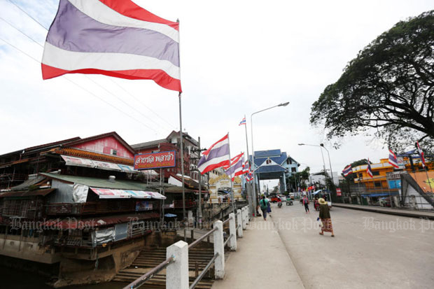 The Mae Sai - Tha Kee Lek checkpoint is a popular border crossing for both Thai and Myanmar citizens to conduct trades and tourism businesses.  (Bangkok Post file photo)