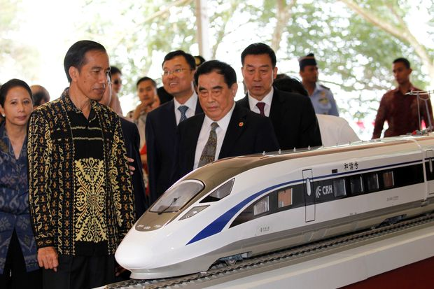 Indonesian President Joko Widodo (second from left) and the general manager of China Railway Corp Sheng Guangzu (centre) stand next to a train model as they attend a groundbreaking ceremony for the Jakarta-Bandung fast-train railway line in Walini, West Java province, on Jan 21, 2016. (Reuters photo)