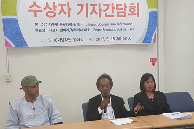 Viboon (centre) and Prim Boonpattararaksa (right) speak at a press conference during the ceremony to receive the Gwangju Prize for Human Rights award to their son Jatupat. Another recepient is Serge Bambara (left) from Burkina Faso. (Pulse photo)