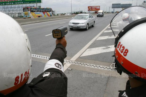 Police enforce an artificial 90kph speed limit written into law, on an open highway where a limit is really not needed. (Bangkok Post file photo by Sarot Meksophawannakul)