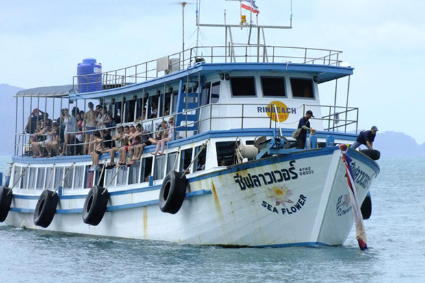 Tourists are on their way to Koh Phangan to join a popular full-moon party on the island. (Bangkok Post file photo)