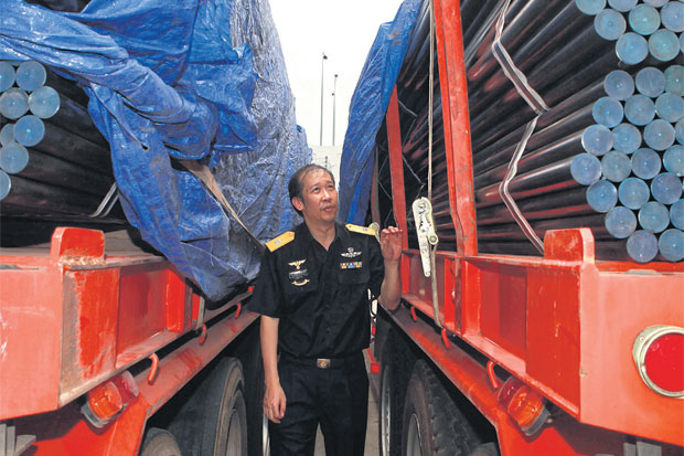A customs official inspects imported steel pipes at Bangkok port. The  import of products that avoid anti-dumping measures, especially steel products imported from China, have become a major concern for local producers. SOMCHAI POOMLARD