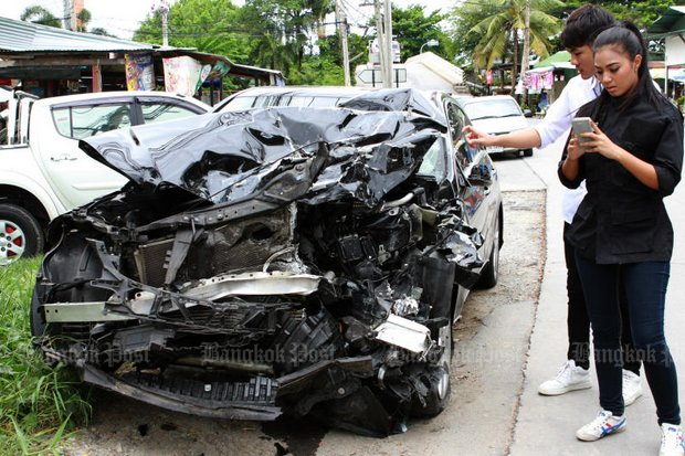 Anna 'Anna Reese' Hamblaouris snaps some photos of the car she used on June 25, 2015, to ram into a parked vehicle on the side of the road and kill its occupant, police inspector Pol Sub Lt Napadol Wongbunndit. (Bangkok Post file photo by Kosol Nakachol)