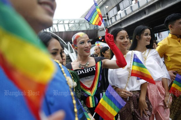 All dressed up with somewhere to go, members of the Bangkok LGBTI community turned up on May 17 to mark the International Day against Homophobia, Transphobia and Biphobia. (Photo by Wichan Charoenkiatpakul)
