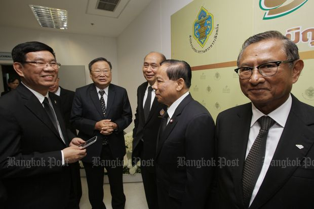 The five election commissioners celebrate the EC's 19th anniversary at their office at the Government Complex on Friday. (Photo by Apichit Jinakul)