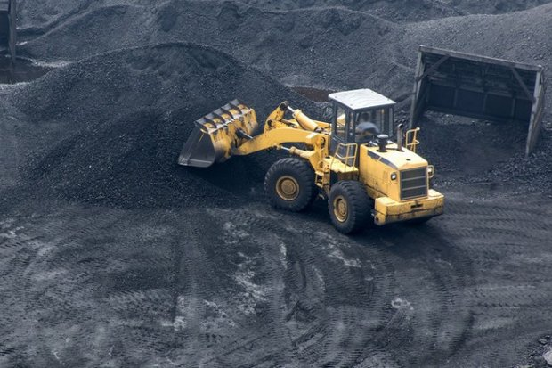 A coal-mine operation in Indonesia. Cash-strapped Thai firm Energy Earth's core business is importing bituminous coal from Indonesia to domestic and international customers. (Photo via Indonesiamininglaw.com)