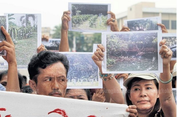 Residents of Nakhon Ratchasima province protested last year against the proposed motorway from Bang Pa-in to Korat, fearing destruction of their farmland. (Bangkok Post file photo by Thanarak Khunton)