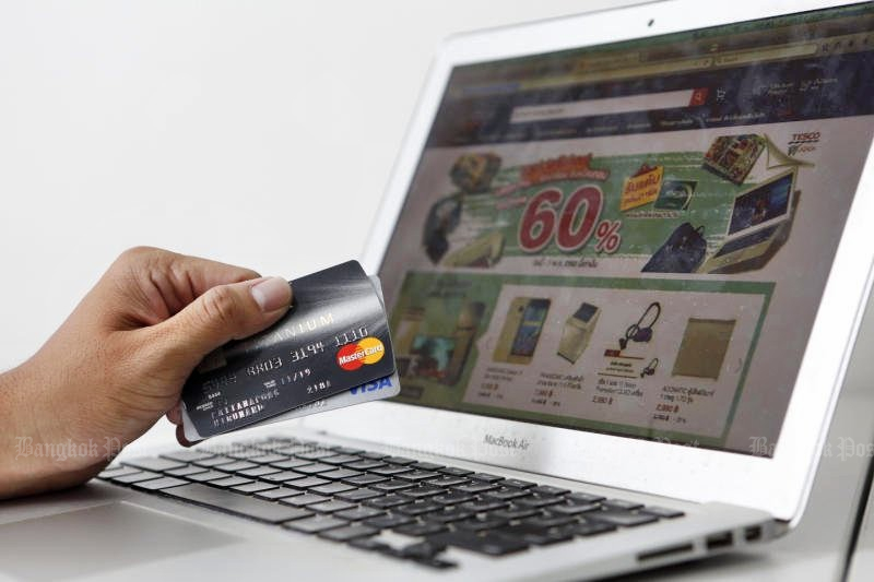 Wholesale and retail online transactions, known as 'social commerce', was estimated to total 269 billion baht in 2016 - greater than the entire military budget for the year. (Bangkok Post file photo by Pattarapong Chatpattarasill)
