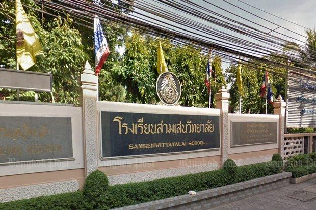 The Rama VI Road entrance to Samsenwittayalai School is a well known landmark in the Samsen Nai area. (Photo via Google Maps)