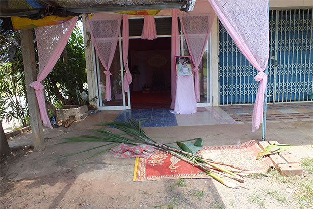 A house in Phimai district of Nakhon Ratchasima is decorated for a wedding that never took place after a dispute over the dowry led the groom to flee. (Photo by Prasit Tangprasert)
