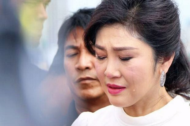 Photos and video showing former prime minister Yingluck Shinawatra crying during her 50th birthday celebration last Wednesday have gone viral. (Photo FB/oakpanthongtae)