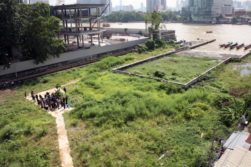 Treasury Department officials show the media where Bangkok's observation tower will be built. (Photo and video by Apichart Jinakul)
