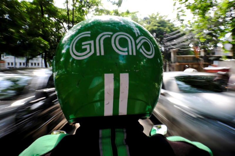 A Grab motorcycle taxi driver is seen in a street in Jakarta, Indonesia, February 13, 2017. (Reuters photo)
