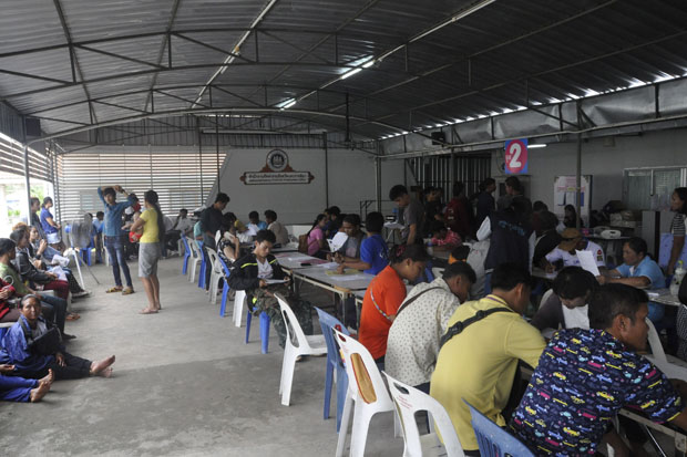 Employers bring migrant workers to register at the employment office in Nakhon Ratchasima province, in line with the new executive decree on foreign labour. (Photo by Prasit Tangprasert)