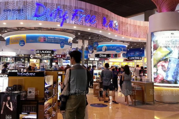A lawsuit by a key member of the junta's anti-corruption reform efforts claims King Power duty-free operators and Airports of Thailand have conspired to withhold payments of 14.29 billion baht from the state. (Bangkok Post file photo by Walailak Keeratipipatpong)