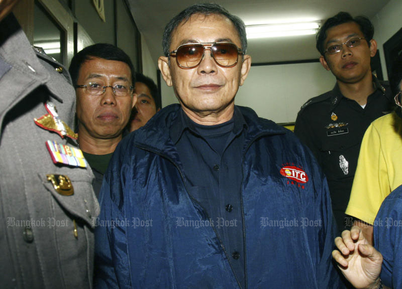 Charnchai Netirathakan surrenders at the Royal Thai Police head office in Bangkok in August 2007 to answer the charge of attempted bribery. (Bangkok Post file photo)
