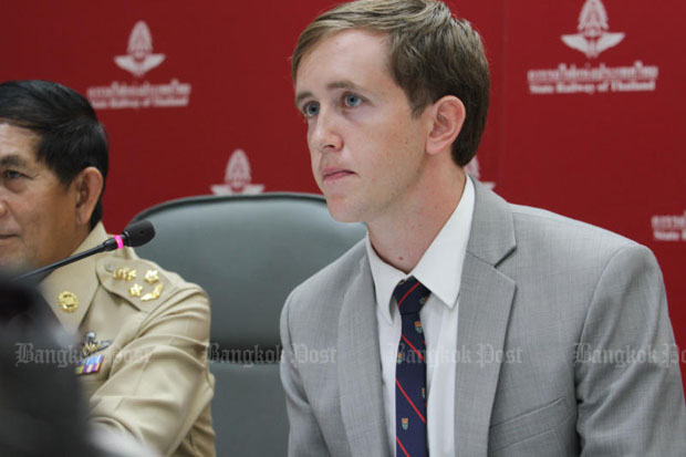 Nathan Bartling speaks to the press at the State Railway of Thailand's head office in Bangkok on Monday. (Photo by Benjapol Amornjiansak)
