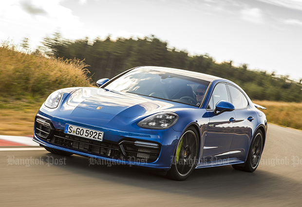 2017 Porsche Panamera Turbo S E Hybrid Review