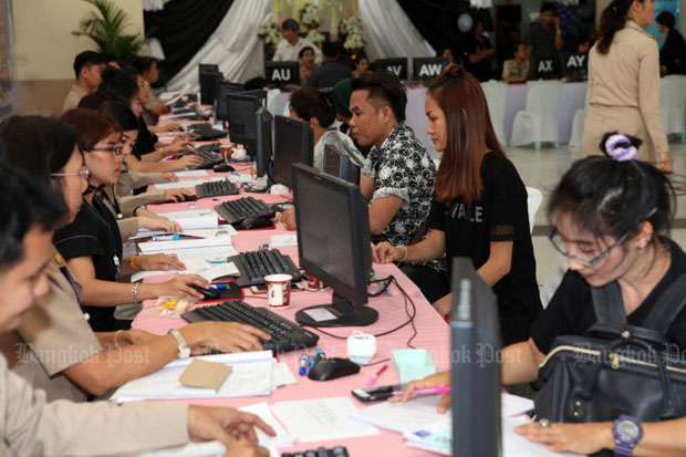 Employers submit information to register their migrant workers at the Labour Ministry in Bangkok on July 24. (Photo by Apichart Jinakul)