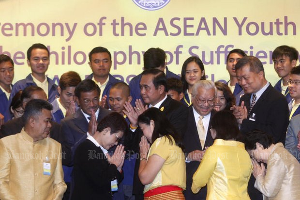 Prime Minister Prayut Chan-o-cha greets representatives from Asean countries who attended the Asean Youth Forum in Bangkok in October of last year. (File photo by Thanarak Khunton)