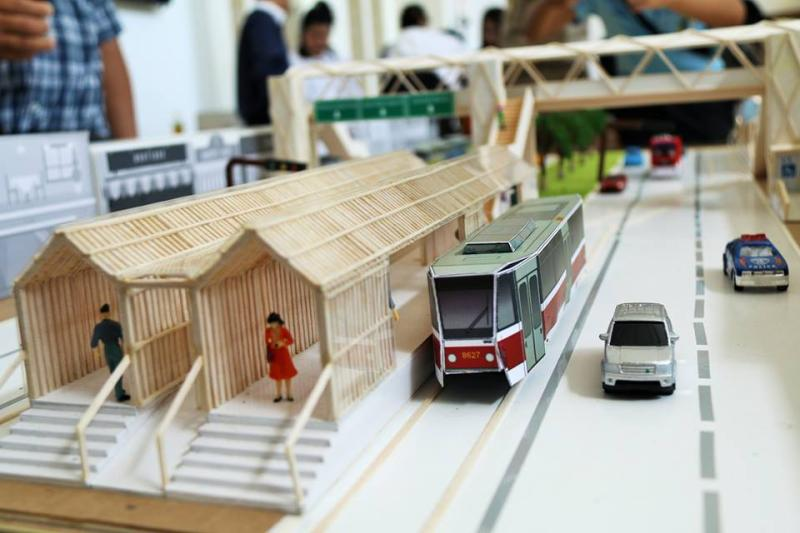 A model on display at a public hearing on Tuesday shows a light rail train running on a street in Muang district of Nakhon Ratchasima. (Photo by Prasit Tangprasert)