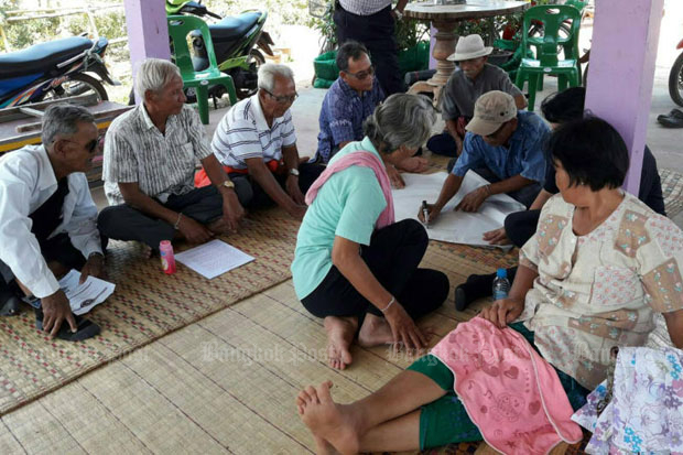 Senior citizens attend a school for the elderly in Sa Kaeo province. The government plans to raise the sin tax to increase the allowance for needy elderly people. (Photo by Pattanapong Hirunard)