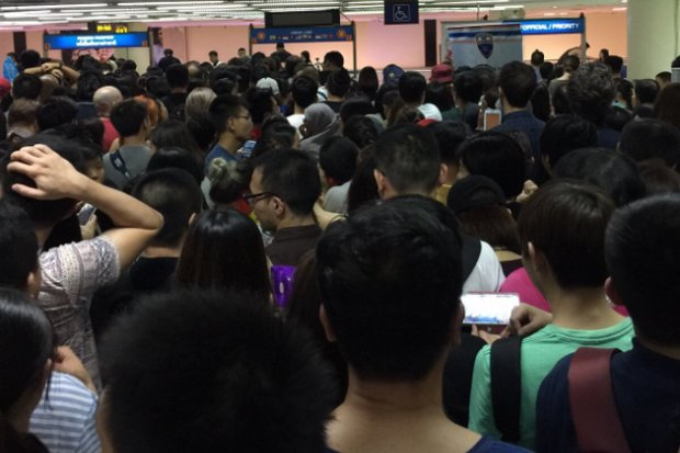 This scene broadcast around the world last Friday morning came from the Don Mueang International Airport's arrival hall, where it took more than four hours to get a passport stamped.  (Instagram/Han Lian)