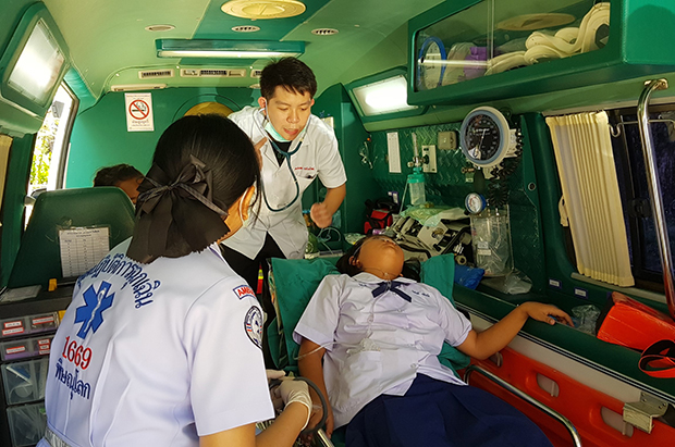 A girl is taken by ambulance to a hospital in Phitsanulok after developing tightening of the chest and palpitations following an HPV vaccination. (Photo by Chinnawat Singha)