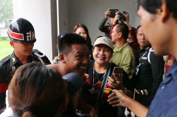 In this July 27, 2017 photo, Jatupat 'Pai Dao Din' Boonpattararaksa arrives at the 23th Military Circle Court in a separate case of violating the junta's orders on illegal assembly. (Post Today photo)