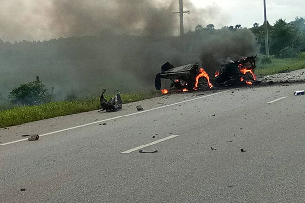 The remains of one of the stolen pickups burn on the side of the road after it was rigged with explosives and detonated in Nong Chik district, Pattani, on Wednesday. (Photo from @phayainsea2013 Twitter account)