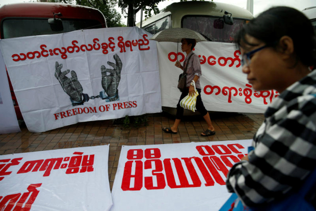 Reporters protest as they call on the Myanmar government and military authorities to release reporters who were arrested in Yangon, Myanmar June 30, 2017. (Reuters file photo)
