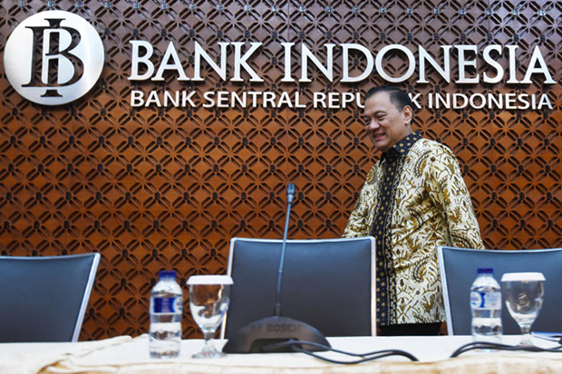 Bank Indonesia governor Agus Martowardojo arrives at a news conference at the bank's headquarters in Jakarta on Tuesday.(Antara Foto/Akbar Nugroho Gumay via Reuters)