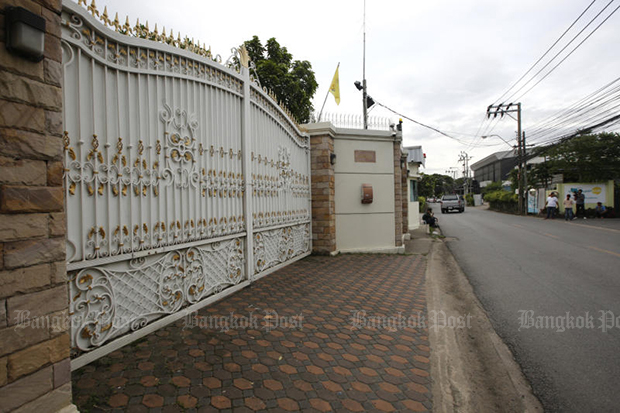 Former Prime Minister Yingluck Shinawatra's house has been quiet since Friday when she failed to appear at the court. (Bangkok Post file photo)