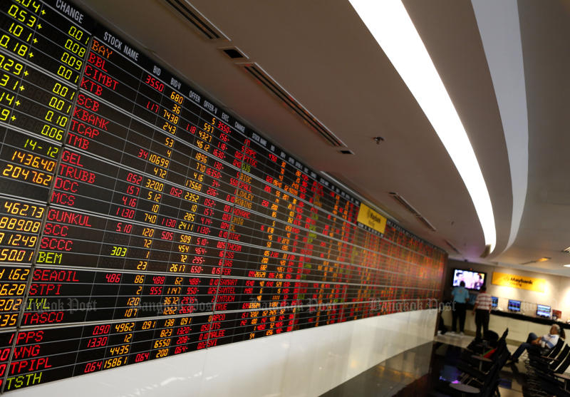 The Stock Exchange of Thailand main index outperforms other Southeast Asian markets on Monday. (Bangkok Post file photo)