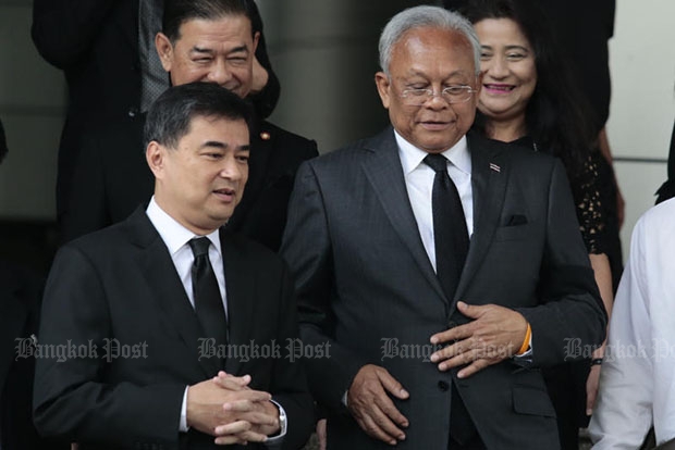 Former prime minister Abhisit Vejjajiva (left) and his former deputy Suthep Thaugsuban leave the court after hearing the Supreme Court's ruling on Thursday morning. (Photo by Patipat Janthong)