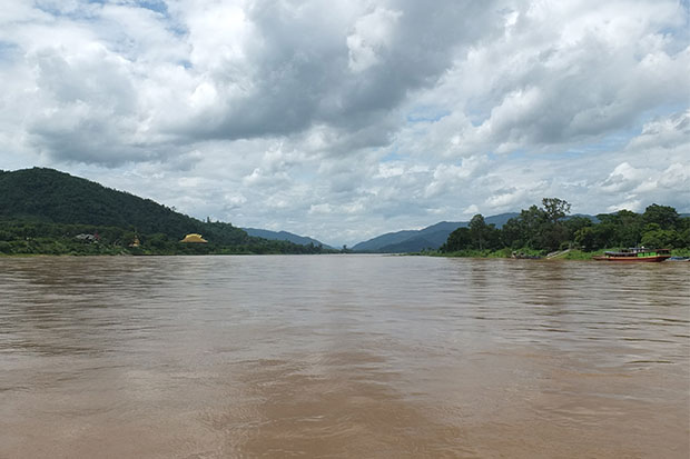 Water volume in the Mekong River in Chiang Saen district of Chiang Rai has increased following discharges from a dam in Yunnan province of China. (Photo by Chinpat Chaimon)