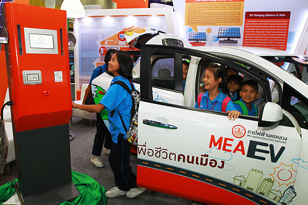 Children enjoy an EV model. EVs are expected to be commercially launched by 2025. However, industry officials say their price will make them unaffordable for most, making up only 1% of the market in the near future. Somchai Poomlard