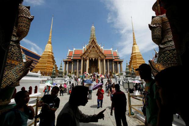 Tourists visit the Grand Palace in Bangkok May 24, 2014. (Reuters file photo)